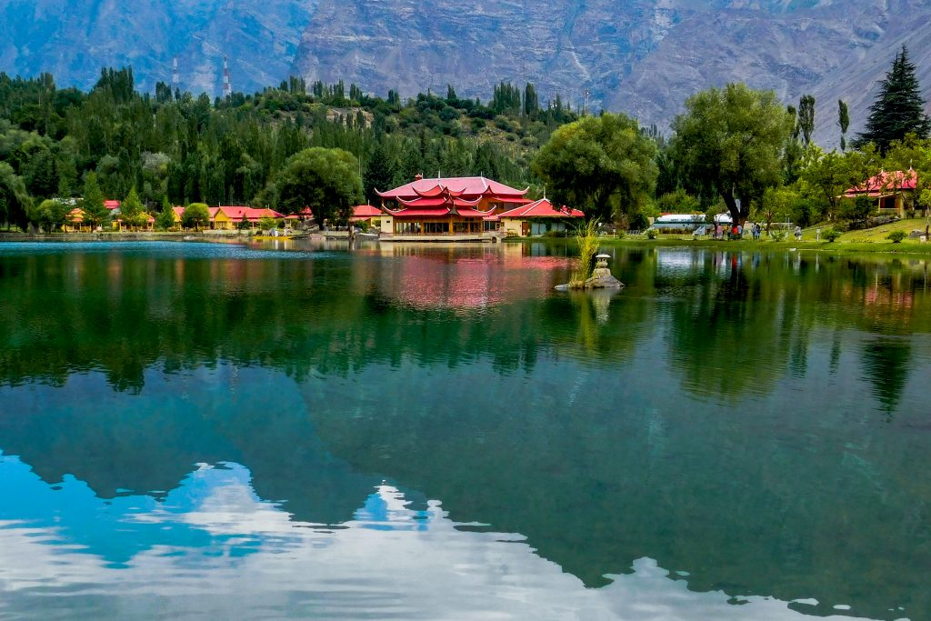 Lakeside_View_of_Shangrila_Resort,_Lower_Kachura_Lake