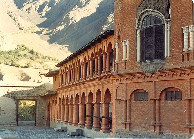 Chitral_Fort_-_panoramio